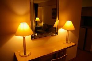 鏡とランプ