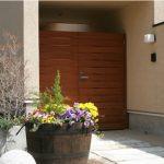 風水で、玄関とその反対側の座の向きは大切